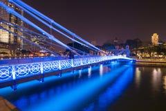 SINGAPUR, EL 13 DE OCTUBRE DE 2015: luz hermosa de la noche del peatón Fotografía de archivo libre de regalías