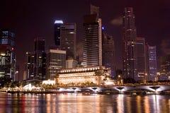 Singapur en la noche Imagenes de archivo