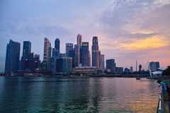 Singapur en la puesta del sol Fotografía de archivo libre de regalías