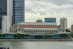 Singapur - 24. Februar 2018: Fullerton-Hotel und Fullerton ein, Tages- und bewölktes Äußeres lizenzfreie stockbilder