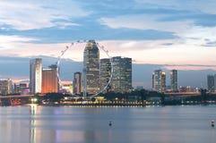 Singapur-Flugblatt und Stadtbild an der Dämmerung Stockfotografie