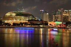 Singapur, Grudzień 20,2013: Widok miasto linia horyzontu przy nocą wewnątrz Obraz Royalty Free
