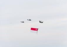 Singapur Juli, 18 2015: Hubschrauberfliege auf Himmel für fünfzigsten Ann Stockbilder