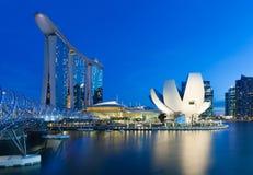 Singapur - 10. Juli: Marina Bay Sands Hotel, Art Science Museum, Schneckenbrücke an am 10. Juli 2013 Stockfotos