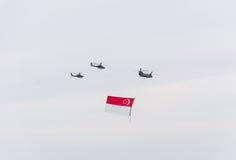 Singapur julio, 18 2015: mosca del helicóptero en el cielo para quincuagésimo Ana Fotografía de archivo libre de regalías