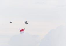 Singapur julio, 18 2015: mosca del helicóptero en el cielo para quincuagésimo Ana Fotos de archivo