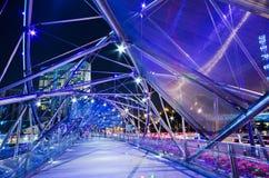 SINGAPUR - 27. JUNI: Die Schneckenbrücke in Singapur. Stockfotos