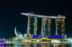 SINGAPUR - 6. Juni: Marina Bay Sands nachts Stockbilder