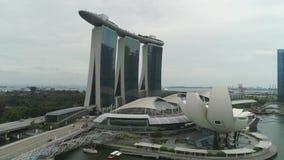 SINGAPUR - 17. JUNI 2018: Vogelperspektive von Marina Bay Sands Singapore schuß Vogelperspektive von Singapur-Stadt-Skylinen mit stock video footage