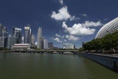 Singapur, Kwiecień 01, 2012: Biznesowy biuro Góruje z esplanadą Zdjęcia Stock