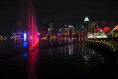 Singapur, Laser-Show in Marina Bay-Ufergegend Lizenzfreies Stockbild