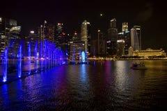 Singapur, Laser-Show in Marina Bay-Ufergegend Lizenzfreie Stockfotos