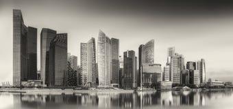 Singapur linia horyzontu i Marina zatoka, czarny i biały zdjęcie royalty free