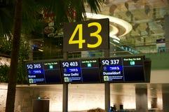 SINGAPUR, LIPIEC - 22, 2016: wnętrze bagażowego żądania teren przy Changi lotniskiem Obrazy Stock