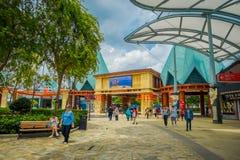 SINGAPUR, LUTY - 01, 2018: Niezidentyfikowani ludzie przy wchodzić do universal studio Singapur są parkiem tematycznym lokalizowa Obrazy Stock
