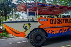 SINGAPUR SINGAPUR, LUTY, - 01, 2018: Plenerowy widok kaczki wycieczki autobusowej transport publiczny dla podróży wokoło miasta w Obraz Royalty Free