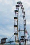 SINGAPUR, LUTY - 3: Singapur ulotka Ferris Toczy wewnątrz Singapo zdjęcie royalty free
