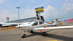Singapur młodości latania klubu Cessna diamentu gwiazdy DA40 samolot na pokazie przy Singapur Airshow Obraz Royalty Free