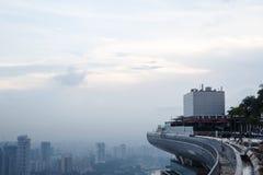Singapur, am 17. Mai 2018 Singapur-cityline Ansicht vom Marina Bay Sands-Hotelunendlichkeitspool Lizenzfreie Stockfotos