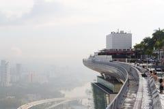 Singapur, am 17. Mai 2018 Singapur-cityline Ansicht vom Marina Bay Sands-Hotelunendlichkeitspool Lizenzfreie Stockfotografie