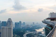 Singapur, am 17. Mai 2018 Singapur-cityline Ansicht vom Marina Bay Sands-Hotelunendlichkeitspool Stockbild