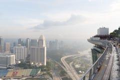 Singapur, am 17. Mai 2018 Singapur-cityline Ansicht vom Marina Bay Sands-Hotelunendlichkeitspool Lizenzfreie Stockbilder
