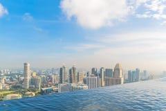Singapur, am 17. Mai 2018 Singapur-cityline Ansicht vom Marina Bay Sands-Hotelunendlichkeitspool Lizenzfreies Stockfoto