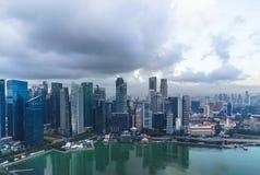 Singapur, am 17. Mai 2018 Singapur-cityline Ansicht vom Marina Bay Sands-Hotelunendlichkeitspool stockfotografie