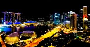 SINGAPUR - Maj 6, 2017: Panorama przez Marina zatokę Zdjęcie Stock