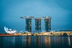 Singapur Marina Bay Sands in der Dämmerung stockfoto