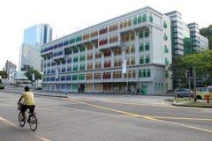 Singapur-Markstein mit dem Mannradfahren Lizenzfreies Stockfoto
