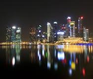 Singapur przy nocą Fotografia Royalty Free