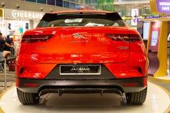 Singapur Marzec 2019 _pomarańczowy Jaguar I-Tempo wszystkie elektryczny SUV taillights bagażnika drzwi i tyły kamera pod zderzaki obrazy stock