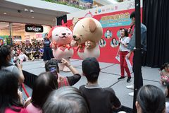 Singapur Mediacorp radia chińska stacja DJs i rok psie maskotki Fotografia Royalty Free
