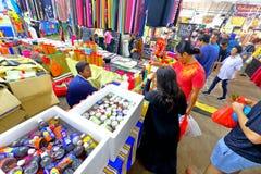 Singapur: Mercado Pasar Malam de la noche Foto de archivo libre de regalías