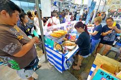 Singapur: Mercado Pasar Malam de la noche Fotos de archivo libres de regalías