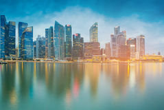 Singapur miasta środkowy biznesowy śródmieście nad marina zatoką przy zmierzchem Zdjęcia Stock