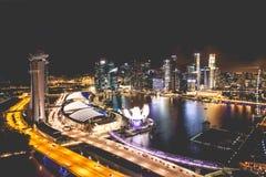 Singapur miasta linia horyzontu przy nocą i widokiem Marina zatoki Odgórny widok Fotografia Stock