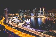 Singapur miasta linia horyzontu przy nocą i widokiem Marina zatoki Odgórny widok Obrazy Royalty Free