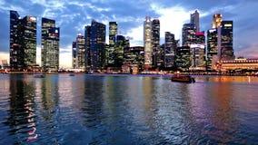 Singapur miasta linia horyzontu przy wieczór zdjęcie wideo