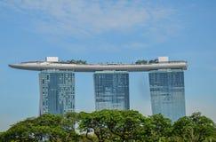 SINGAPUR miasto SINGAPUR, KWIECIEŃ, -, 2017: Marina Singapur i piasków Podpalana linia horyzontu fotografia stock