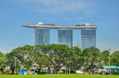 SINGAPUR miasto SINGAPUR, KWIECIEŃ, -, 2017: Marina Singapur i piasków Podpalana linia horyzontu zdjęcie stock
