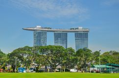 SINGAPUR miasto SINGAPUR, KWIECIEŃ, -, 2017: Marina Singapur i piasków Podpalana linia horyzontu obraz stock