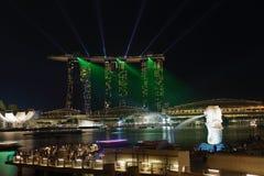Singapur nocą - Marina Podpalana noc Zdjęcie Stock