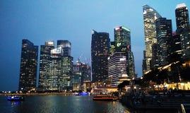 Singapur nocy pejzaż miejski obraz stock