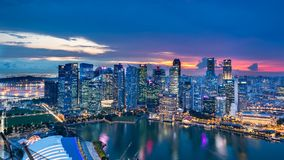 Singapur - 20. November 2018: Sonnenuntergang-Ansicht der Singapur-Skyline, am 20. November 2018 in Singapur stockfotos