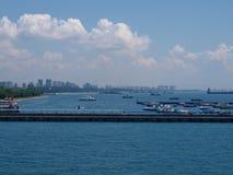 Singapur-Panoramablick vom Kreuzschiff Singapur lizenzfreie stockbilder