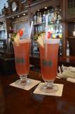 2 Singapur-Riemen an der langen Bar im berühmten Lotterie-Hotel setzen Straße Singapur auf den Strand stockfotografie