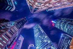 Singapur, SIERPIEŃ - 4, 2014: Budynki biurowi dalej obraz royalty free
