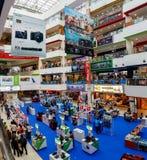 SINGAPUR, SINGAPUR - OKOŁO 2016: Funan Cyfrowy życia centrum handlowe zdjęcie royalty free